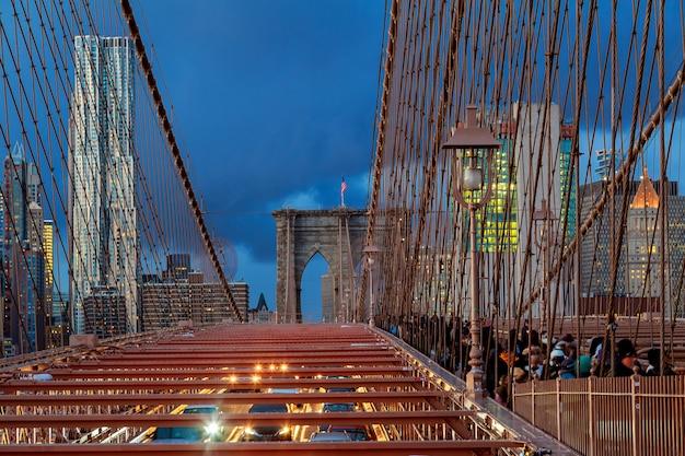 New york city - magnifique coucher de soleil sur manhattan avec et pont de brooklyn Photo Premium