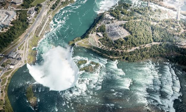 Niagara waterfall d'en haut, états-unis et canada Photo Premium