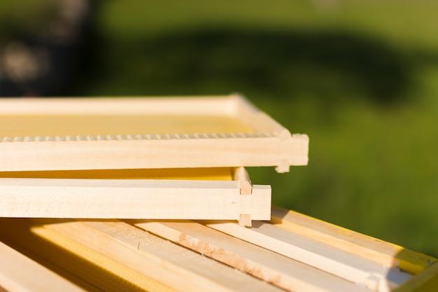Nid d'abeilles en bois Photo gratuit