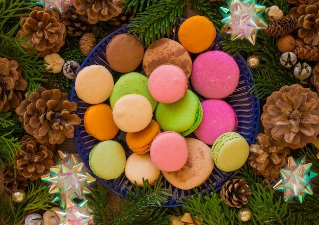 Noël En Bois Avec Sapin Et Macaron. Photo Premium