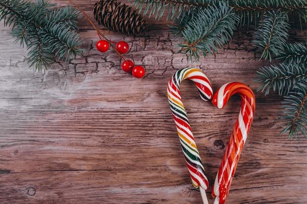 Noël plat poser sur fond en bois Photo gratuit
