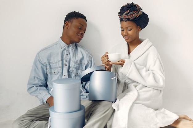 Noirs Avec Des Cadeaux Photo gratuit