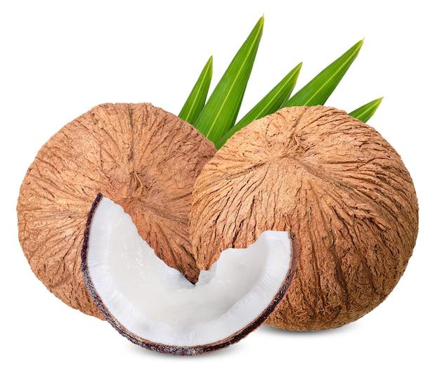 Noix de coco isolé sur blanc avec un tracé de détourage Photo Premium