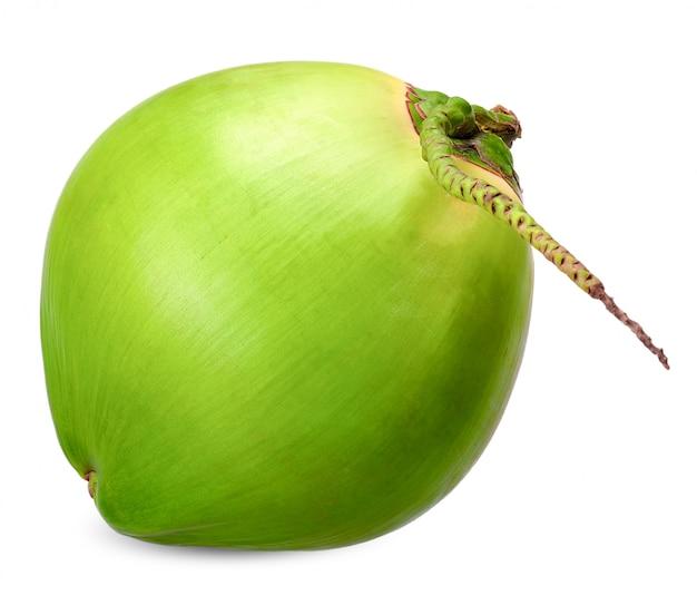 Noix de coco verte isolée sur un tracé de détourage blanc Photo Premium