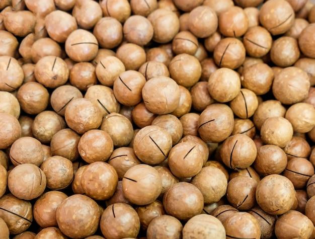 Noix de macadamia couleur brun beaucoup Photo Premium
