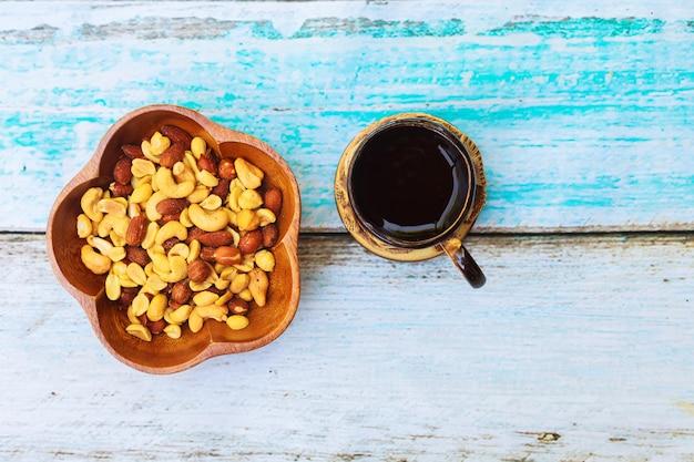 Noix mélangées délicieux pour vos bonbons Photo Premium