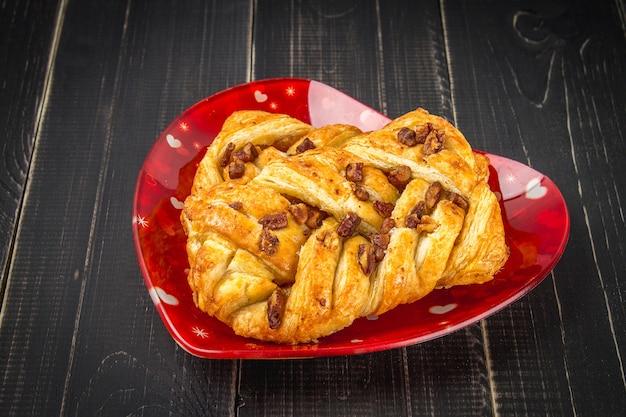 Noix de pécan d'érable de pâtisserie danoise aux noix et au sirop d'érable Photo Premium