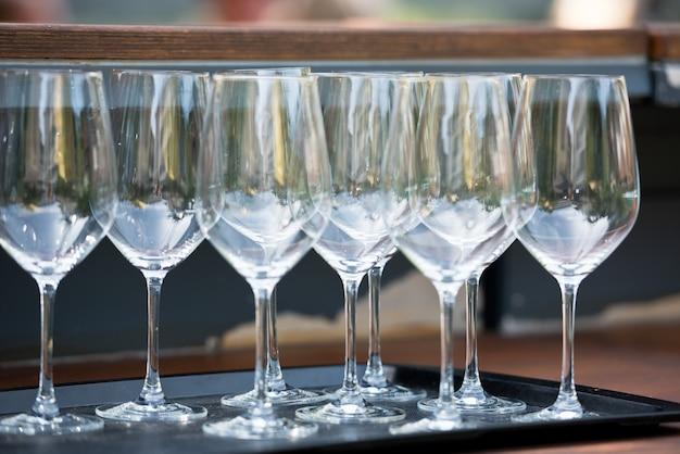Nombre De Verres à Vin Sur La Table Du Restaurant Photo Premium