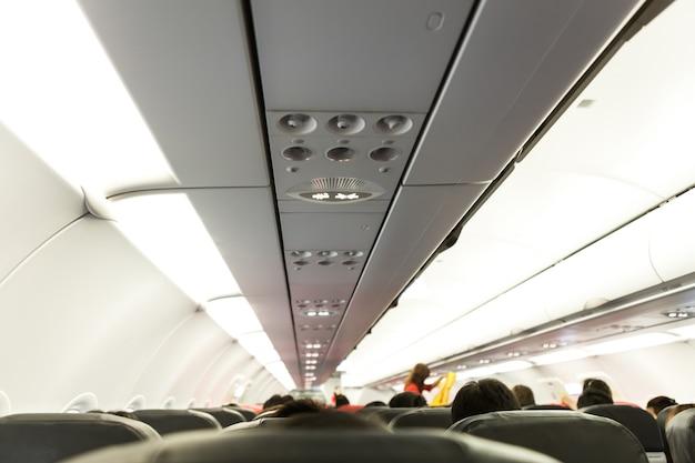 Non-fumeur et attacher les ceintures connectez-vous sur airplane Photo gratuit