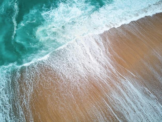 North Beach Et L'océan à Nazare Portugal Photo gratuit