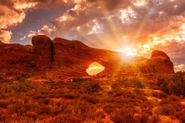 North Window Arch Au Lever Du Soleil Dans L'arches National Park, Utah Usa Photo Premium