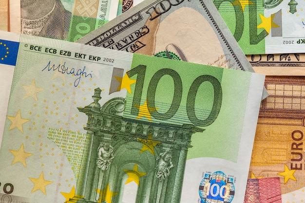 Notion D'argent Et De Finances. Nouvelle Facture De Cent Euros Photo Premium