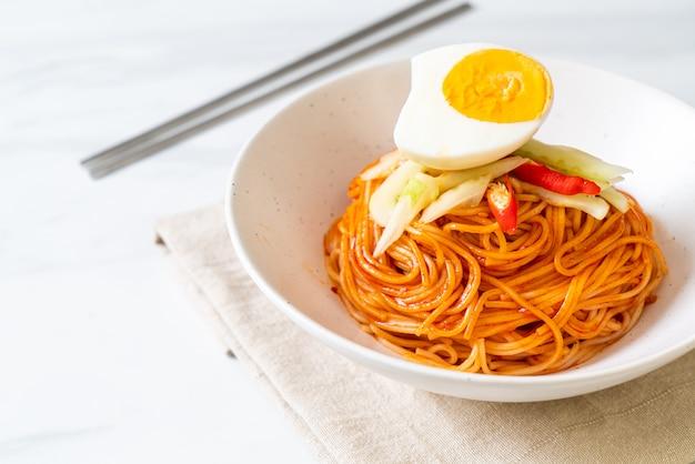 Nouilles Froides Coréennes à L'oeuf Photo Premium