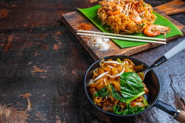 Nouilles padthai aux crevettes et légumes Photo Premium