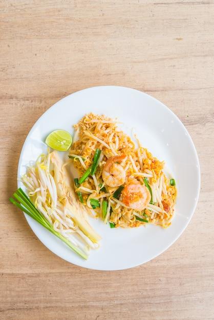 Nouilles thaïes frites Photo gratuit