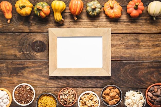 Nourriture d'automne vue de dessus avec cadre Photo gratuit
