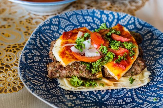 Nourriture délicieuse pour un festin de ramadan Photo Premium