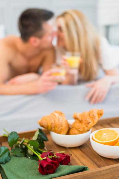 Nourriture, fleur, table petit déjeuner, femme, homme, lunettes Photo gratuit