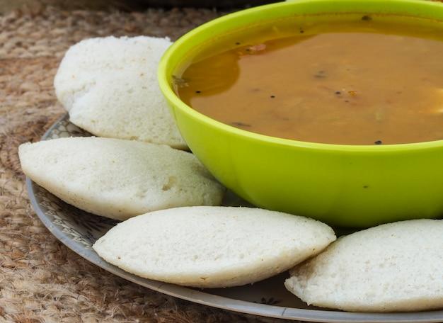 Nourriture indienne du sud idli vada Photo Premium