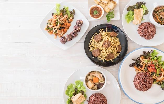 Nourriture végétalienne mixte Photo gratuit