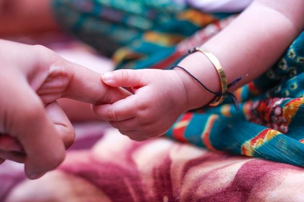 Nouveau bébé né en inde Photo Premium