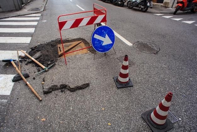 Nouveau Regard Et Réparation Des Routes Photo Premium