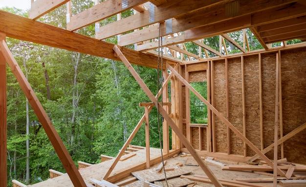 Nouvelle construction de maison de construction de poutre Photo Premium