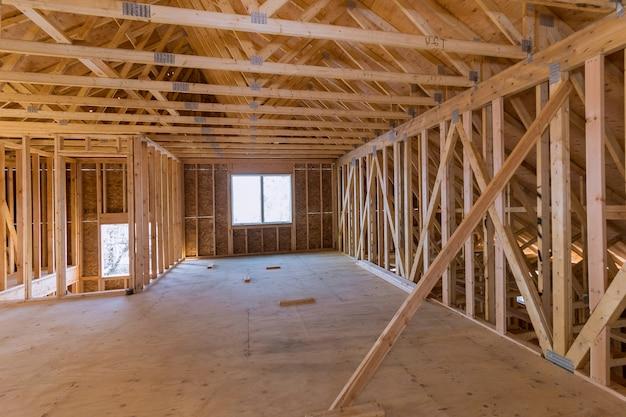 Nouvelle Construction De Maison De Construction De Poutres Encadrée Le Sol Photo Premium