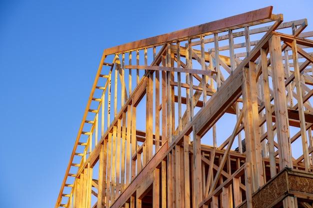 Nouvelle Construction Maison Construction Résidentielle Maison Cadrage Contre Un Ciel Bleu Photo Premium