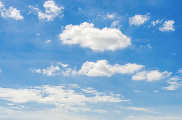 Nuage blanc sur le ciel Photo gratuit