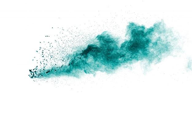 Nuage d'explosion de poudre de couleur verte sur fond blanc Photo Premium