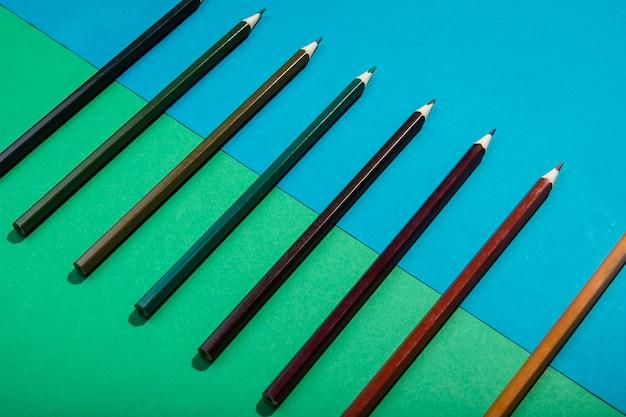 Nuance de crayons de dégradé brun vue haute Photo gratuit
