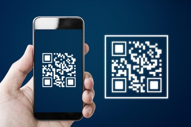 Numérisation De Code Qr à L'aide D'un Smartphone Photo Premium
