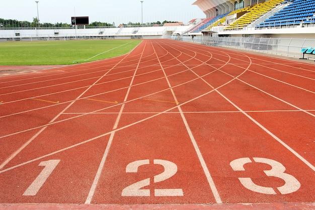 Numéro 1, 2 et 3 sur la piste d'athlétisme Photo Premium