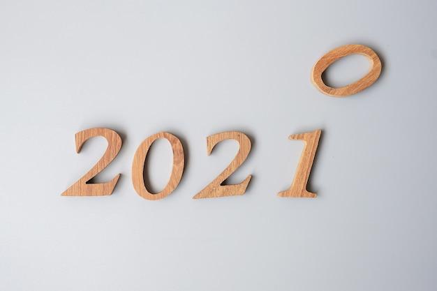 Numéro En Bois 2020 Changer à 2021 Photo Premium