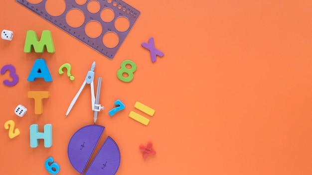 Numéros Mathématiques Colorés Avec Vue De Dessus Boussole Et Règle Photo gratuit
