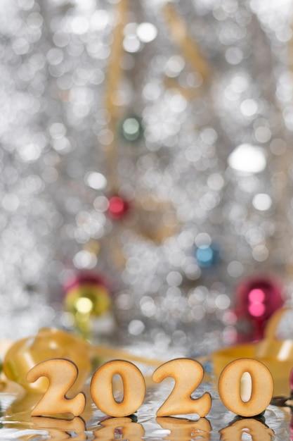 Numéros de la nouvelle année sur la table Photo gratuit