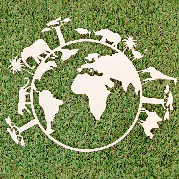 Objet En Bois De La Journée Mondiale De L'environnement Sur L'herbe Photo gratuit