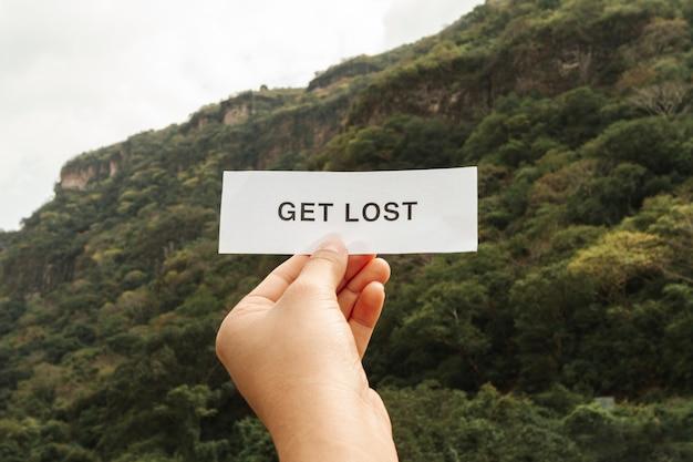 Obtenir un message perdu sur une feuille de papier Photo gratuit