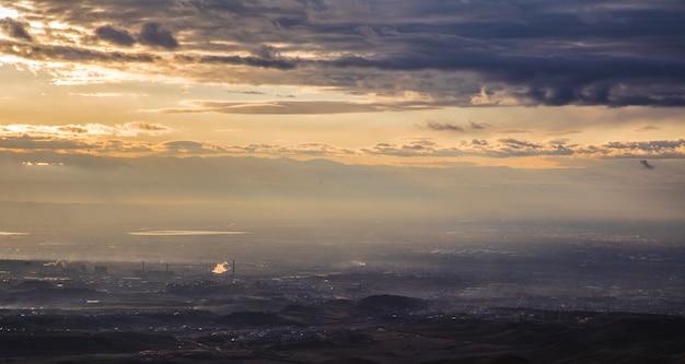 Océan Sombre Avec Ciel Nuageux Photo gratuit