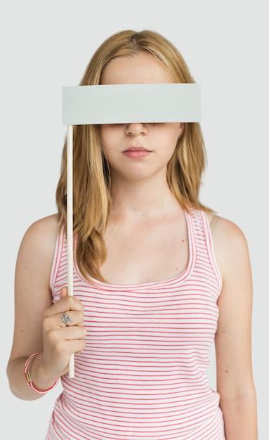 Oeil de femme couvert aveugle interdit perdu concept Photo Premium