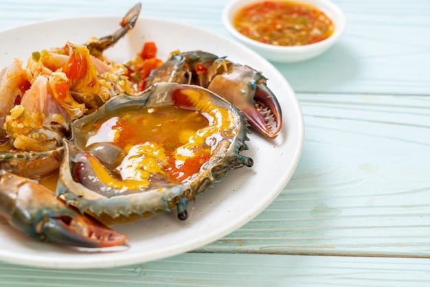 Œufs De Crabe Marinés Avec Sauce Photo Premium