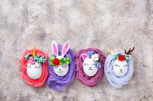 Oeufs de pâques en forme de lapin, chat et cerf Photo Premium