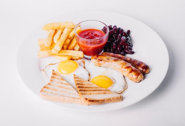 Œufs sur le plat avec des saucisses Photo gratuit
