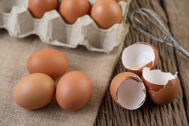 Oeufs De Poule Crus Aliments Biologiques Pour Une Bonne Santé à Haute Teneur En Protéines. Photo gratuit