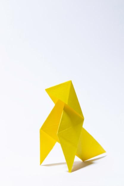 Oiseau en papier jaune Photo Premium