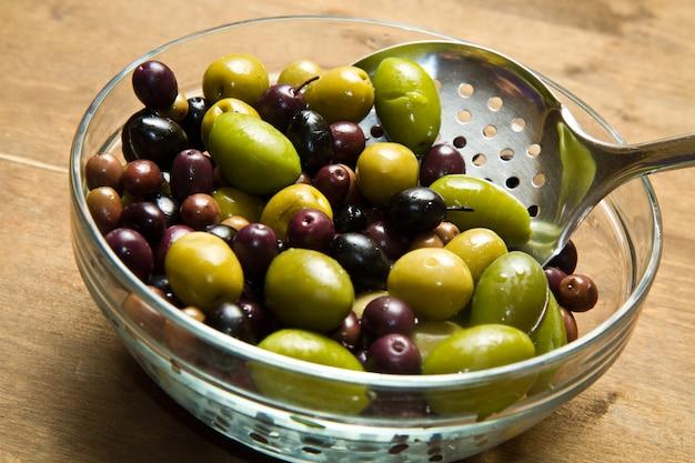 Olives vertes et noires Photo Premium