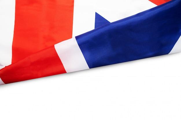 Ondulé drapeau britannique sur blanc Photo Premium