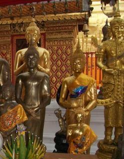 D'or et de cuivre statues bouddhistes Photo gratuit