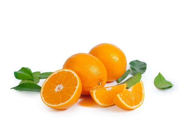 Orange douce isolée sur fond blanc Photo Premium